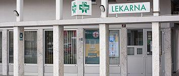 Slika vhoda lekarne Kersnikova Velenje